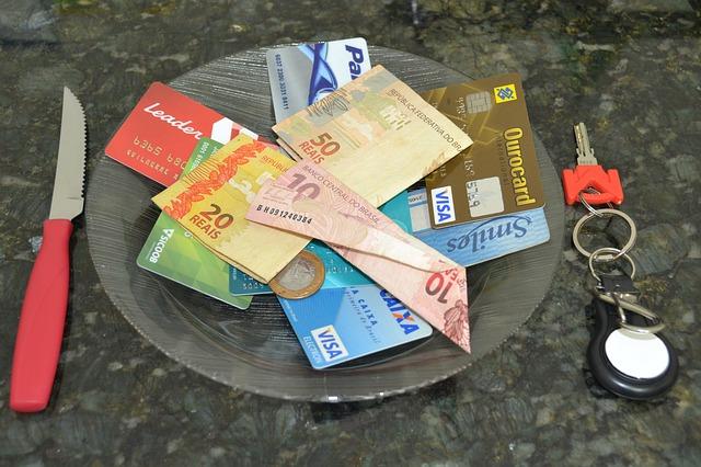 bankovky na kartách
